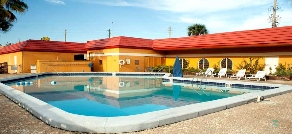 Outdoor Pool Year Round Scottish Inn Jacksonville